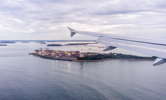Landing in Boston (ruifo) Tags: nikon d700 nikkor afs 1835mm f3545g ed vr boston logan international airport bos kbos ma massachusetts us usa airplane aircraft aeronave avion avión aviao avião aviacion aviación aviacao aviação aviation spotting spotter agua water island isla ilha wing ala asa