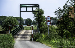 Biesbosch - old bridge (Eduard van Bergen) Tags: bridge signs road swelling head bump river forehead pedestrians wandelaars stroller walker old antique vintage water classic downfall biesbosch holland dutch netherlands bridges kroonweg boomgat fujifilm fujixe1 xc50230oisii picture still photograph photo bild fujinon niederlande paysbas length weight person
