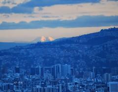 DSC_5856'_El Chimborazo visto desde Quito. (Alicia (AF-FM)) Tags: chimborazo volcán ecuador quito montañas paisaje landscape ciu azul blue