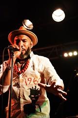 ANTHONY JOSEPH    DSC_4213    MIRABELWHITE (Mirabelwhite) Tags: anthonyjoseph concert trinidad poet poete heavenlysweetness newmorning paris spokenword bird head son birdheadson france