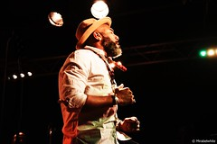 ANTHONY JOSEPH    DSC_4203    MIRABELWHITE (Mirabelwhite) Tags: anthonyjoseph concert trinidad poet poete heavenlysweetness newmorning paris spokenword bird head son birdheadson france
