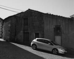The improbable car (lebre.jaime) Tags: portugal beira peroviseu house car architecture hasselblad 500cm planar cf2880 mf mediumformat analogic film120 rollei retro80s iso80 bw blackwhite noiretblanc pb pretobranco ptbw 6x6