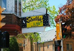 Starlight Mini Mart - Milwaukee (Cragin Spring) Tags: midwest unitedstates usa unitedstatesofamerica building milwaukee milwaukeewi milwaukeewisconsin wisconsin wi store moon foodmart minimart starlightminimart sign