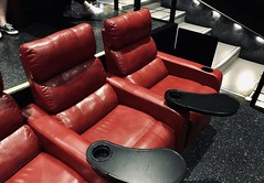 #BrendenTheatres #AtTheMovies (Σταύρος) Tags: matinee movietheater comfy redleather seatd2 d2 atthemovies myseat leathercouch leathersofa kalifornien californië kalifornia καλιφόρνια カリフォルニア州 캘리포니아 주 cali californie california northerncalifornia カリフォルニア 加州 калифорния แคลิฟอร์เนีย norcal كاليفورنيا brendentheatres eastbay