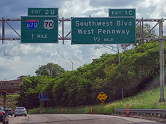 Incorrect US-70 Shield sign in KC, 25 May 2019 (photography.by.ROEVER) Tags: kc kcmo kansascity kansascitymo kansascitymissouri missouri 2019 may may2019 drive driving driver driverpic ontheroad highway road interstate freeway interstate35 interstate670 interstate70 i35 i670 i70 us70 ushighway70 shield shieldsign incorrectshield incorrectshieldfor70 exit1c exit2u ramp interchange exit sign bgs biggreensign overheadsign newsign modot dot newlyinstalled signerror signgoofup usa