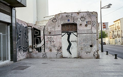 190523_Valvanera_010 (Stefano Sbaccanti) Tags: stefanosbaccanti valencia 2019 spain valvanera leicacl voigtlander40nokton analogue film analogico analogicait argentique murales streetart