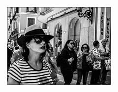Une histoire pas très nette. A story not very clear. (francis_bellin) Tags: chapeau espagne streetphoto street photoderue streetphotographie net malaga hommes olympus femmes rue photofloue andalousie 2019 ville lunettesnoire