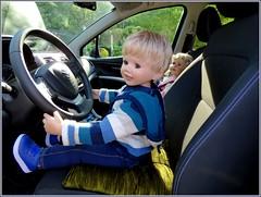 Wohin geht die Fahrt... / Where is the ride going... (ursula.valtiner) Tags: puppe doll luis bärbel künstlerpuppe masterpiecedoll auto car autofahrt carride reise