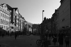 Innsbruck-2018_10 (rhomboederrippel) Tags: rhomboederrippel fujifilm xe1 november 2018 europe austria tyrolia innsbruck citycentre citycenter altstadt sunny clearsky bw monochrome