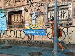 quem é o culpado? (lucia yunes) Tags: grafite grafiti cenaurbana cenaderua fotografiaderua fotografiaurbana mobilephotography streetphotography streetscene streetart lifeinstreet streetphoto streetshot motoz3play luciayunes