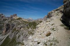 Dolomiti trails (Toni_V) Tags: m2401100 rangefinder messsucher leicam typ240 28mm elmaritm12828asph dolomitidisesto sextnerdolomiten parconaturaletrecimedilavaredo trail wanderweg altoadige südtirol italy italien italia europe ©toniv 2015 150828