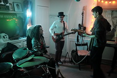 New years eve party (Gary Kinsman) Tags: newyearseve newyearseve2018 fujix100t fujifilmx100t e1 whitechapel 2018 eastlondon party houseparty london late night evening highiso people person jam band music jamming eastend candid unposed guitar availablelight ambientlight