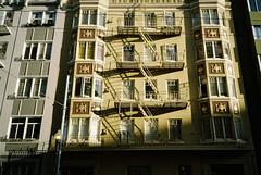 Hyde Street, San Francisco (bingley0522) Tags: olympusxa kodakcolorplus200 sanfrancisco hydestreet eveninglight urbanlandscape urbanarchitecture apartments shadows ordinarythings commonplacethings autaut