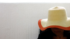 Femme au chapeau (pascal445) Tags: less abstract white blanc chapeau hat woman femme summer spain ligne line light