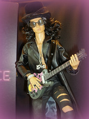 Guitar Man (Deejay Bafaroy) Tags: fashion royalty colorinfusion stylelab doll puppe homme male integrity toys fr portrait porträt color infusion style lab guitar gitarre 16 scale playscale miniature miniatur black schwarz sunglasses sonnenbrille hat hut cylinder zylinder slash ollielawson