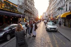 PARIS - MONTMARTRE MOMENT (Maikel L.) Tags: europa europe frankreich france francia paris montmartre ruedesabbesses sunset sonnenuntergang street streetshot girls women frauen mujeres photographer strase rue capital hauptstadt