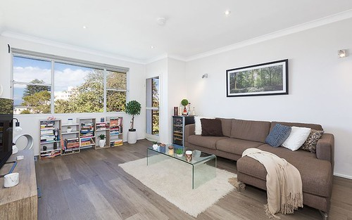 2 Avondale Gr, Mount Waverley VIC 3149