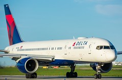 Delta Airlines 757-200 at Toronto Pearson International Airport (Sonny Photography) Tags: delta 757 752 cyyz yyz aviation dal n649dl boeing classic plane avgeek transportation aircraft