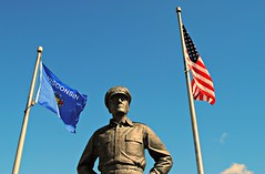 General Douglas MacArthur Statue - Milwaukee (Cragin Spring) Tags: midwest milwaukee milwaukeewi milwaukeewisconsin wisconsin wi city urban unitedstates usa unitedstatesofamerica generaldouglasmacarthurstatue generaldouglasmacarthur statue general douglasmacarthur veterans