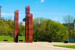 Vietnam Veterans Memorial - Milwaukee (Cragin Spring) Tags: midwest milwaukee milwaukeewi milwaukeewisconsin wisconsin wi city urban unitedstates usa unitedstatesofamerica memorial warmemorial vietnamveteransmemorial veterans