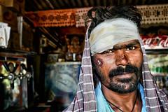 Fallait pas me chercher... (Ma Poupoule) Tags: pattadakal inde india porträt portrait ritratti ritratto retrato regard visage homme accident moustache barbe asie asia