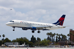 Delta Connection (SkyWest Airlines) Embraer ERJ-175 N256SY (jbp274) Tags: lgb klgb airport airplanes skywest oo deltaconnection embraer e175 erj175