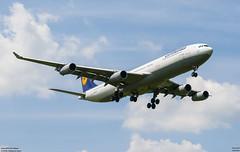 airbus A340-300 Lufthansa (D-AIFD) (lucas slow) Tags: avion ciel cockpit photo spotting airport chr lflx châteauroux turboréacteurs winglets landing take off roues airbus a340300 a340 a343 lufthansa daifd