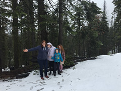 IMG_5515.jpg (Snoop Baggie Bag) Tags: mommy california amélie yosemite ezra éowyn 2019 holiday snow yosemitenationalpark unitedstatesofamerica