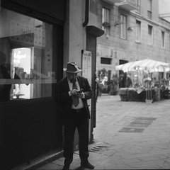 Man with hat (IG: Ceche_Analogico) Tags: yashicamat124g street streetphotography bnw bw black blackandwhite italy genova 120 mediumformat 6x6 tlr ilford hp5plus analog film man hat