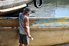 a hard (and an amazing) work (Ruby Ferreira ®) Tags: boats barcos pescador fisherman bay baía restorer restaurador