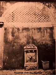 1987 Palazzo Ricci Parracciani, un particolare del cortile, P.za Ricci171 a (Alvaro ed Elisabetta de Alvariis) Tags: palazzoricciparacciani architettonannidibacciobigio rioneregola romapiazzaricci viagiulia raccoltafotodealvariis 1987palazzoricciparraccianiilsecondocortilepiazzaricci171 fotolpratesi