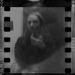 Shaky Self-portrait on a 80 yo camera (a.ninguem) Tags: zeiss ikon baby box camera boxcamera german analog kodak 35mm film expired self portrait selfportrait plusx