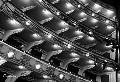 En el teatro (Anavicor) Tags: teatro theatre palco balcony boîte box blancoynegro bw blackandwhite monocromo monochrome simetría pattern luz foco light teatrocalderón madrid españa spain line anavillar anavicor villarcorrerana iphone x diagonal