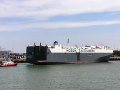 Hoegh Inchon (Goolio60) Tags: zeebrugge hoegh vehicles roro pctc tug shipping ship