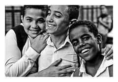 Les collégiens (Marie Hacene) Tags: egypte assouan portrait enfant adolescent noir et blanc ville street