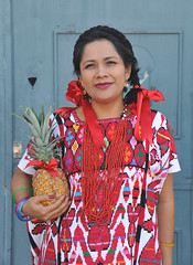 Woman With Pineapple Oaxaca Mexico (Ilhuicamina) Tags: mujer woman oaxaca mexicana mexican dancer flordepina pineapples gente portraits huipil chinantec