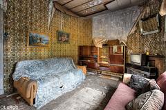 Cosy (LaR0b) Tags: urbex urban exploration exploring decay abandoned lar0b lost hdr highdynamicrange house home sofa tv wallpaper