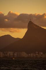 Niterói (Pedro Gelio) Tags: brasil riodejaneiro niterói barco sunset pôrdosol cristoredentor praia mar ondas beach