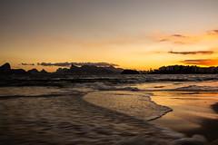 Niterói (Pedro Gelio) Tags: brasil riodejaneiro niterói praia pôrdosol sunset mar ondas beach
