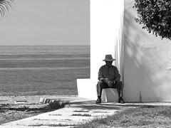 Pasando el tiempo (Micheo) Tags: spain hombre man esperando descanso playa mar sea esquina timeless soledad solitario loneliness unhappiness sadness tristeza hopeless