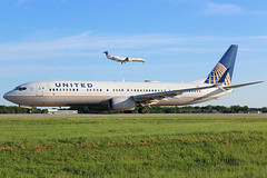 United 737-900ER taxiing at Cleveland (chrisjake1) Tags: cle kcle cleveland hopkins united n39475 737 739 b739 737900 737900er boeing