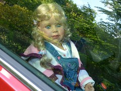 Bärbel auf der Fahrt / Bärbel on the way (ursula.valtiner) Tags: puppe doll bärbel künstlerpuppe masterpiecedoll auto car autofahrt carride