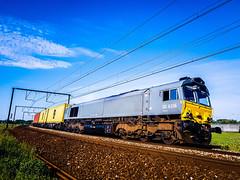 Crossrail DE6306 met MSC-container shuttle @ Ekeren (Antwerpen) (Avinash Chotkan) Tags: class66 crossrail msc containers trains cargo belgium de6306 dieselpower