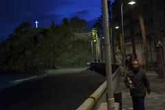 (franck__l) Tags: streetphotography streetphotographer spain almunecar streetnight people cross