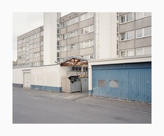Bocklemünd, 2019 (Darius Urbanek) Tags: 120 6x7 kodak mamiya7 portra400 analog color film mediumformat bocklemünd köln cologne garage brutalism