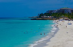 EL CARIBE CUBANO (marthinotf) Tags: varadero cuba mar playa arena luz hotelesdelujo turismo caribecubano aguasturquesa olas palmeras vegetacion arquitectura hoteles