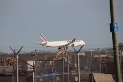 Air France 787-9 (F-HRBA) Landing at Detroit Metro Airport (Michigan) - Friday April 12th, 2019 (cseeman) Tags: dtw detroitmetro airports detroitmetroairport detroit michigan deltaairlines dtw04122019 airplanes passengeraircraft aircraft airlines afternoon dtwnorthcellphonelot planewatching planewatchingdtw arrivals arriving landing airfrance 787 7879 dreamliner airfrance787 airfrance7879 fhrba airfrancefhrba