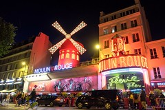 PARIS - MOULIN ROUGE (Maikel L.) Tags: paris europa europe frankreich france francia montmartre capital hauptstadt night nightshot nightlife moulinrouge moulin mühle windmill windmühle entertainment pigalle rot red illuminated illumination beleuchtet