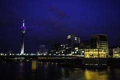 Düsseldorf0207Zollhafen (schulzharri) Tags: düsseldorf nrw deutschland germany europa europe architektur architecture glas modern haus building himmel gebäude stadt