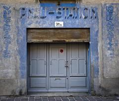 Pneu-Station (SBA73) Tags: carcassona carcassonne frança france francia shop botiga comerç abandonat tancat closed fermé antic old vintage derelict abandoned